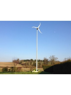 Éolienne Skystream 3.7 - vue en pied
